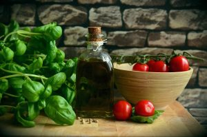 olive oil, tomatoes, basil-1412361.jpg